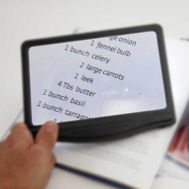 Dimmable LED Page Magnifier